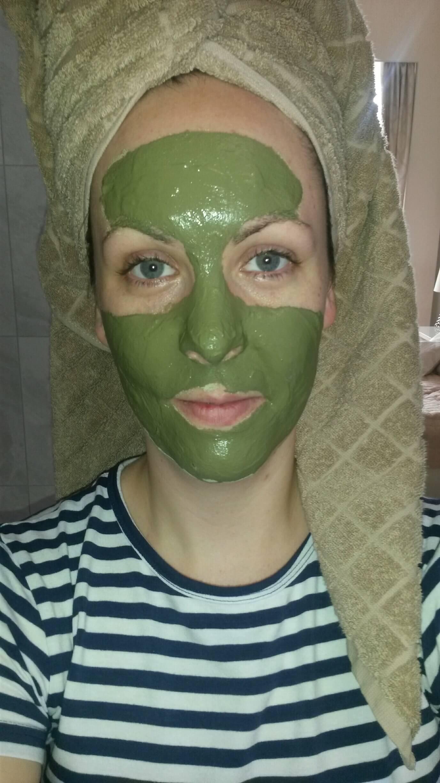 maska z jílu a zeleného čaje